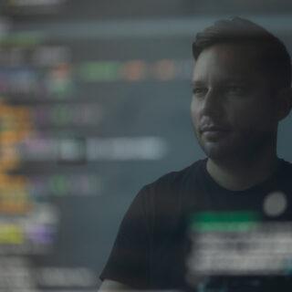 Startup-yrityksen työntekijä